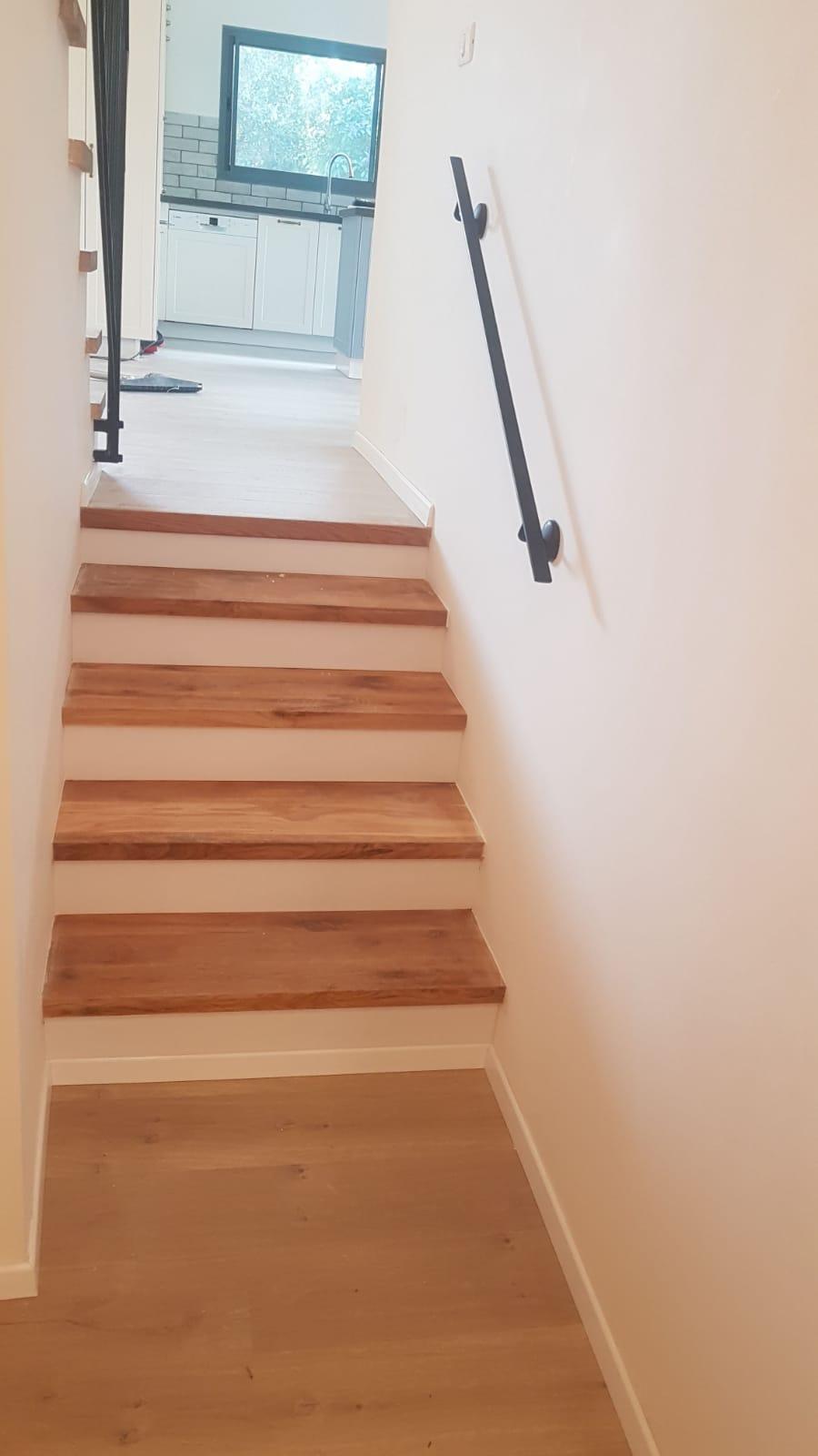 מדרגות לבית מפרקט